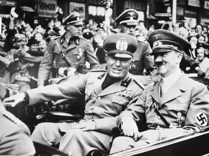 Adolf Hitler Benito Mussolini AP Photo Menguak Misteri Kematian Adolf Hitler